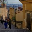 Ze zámeckých schodů