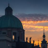 Kostel Sv. Františka u Karlova mostu při východu slunce