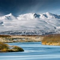 Efstadalsfjall a řeka Brúará