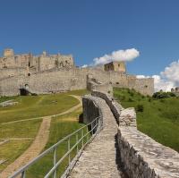 Na hradbách Dolního hradu