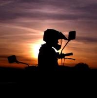 Západ slunce nad motorkou