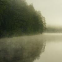 A mlha se zvedá