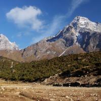 Khumbi Yul Lha • 5767 m.