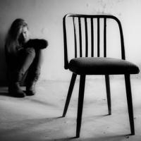 """""""Prázdná židle"""" a """"Smazaný obličej"""""""