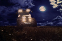 John Deere 8335R noční orba