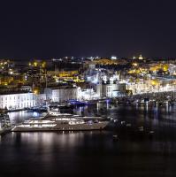 Noční Valletta