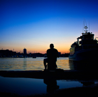 Sám v přístavu