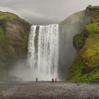 obrázky z islandské přírody 20 aneb ... Skógafoss a 5 turistů