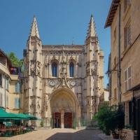 Avignonské střípky (3): Exteriér vlídného kostela (rovnání, rovnání, všechny smutky zahání)