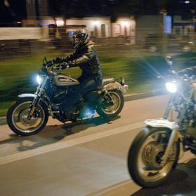 """Noční """"Easy Riders"""" ve vysočanech"""