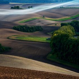 Večerní mlha na Šardickýma loukama