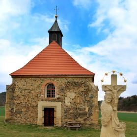 Kostel sv. Petra a Pavla v Dolanech