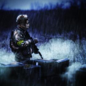 Voják v dešti