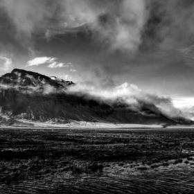 Island černobíle