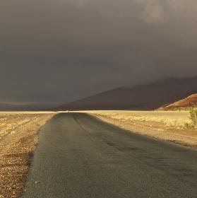 Před bouří v poušti