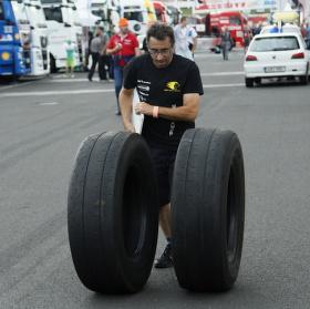 Potřebuje někdo nové pneumatiky?