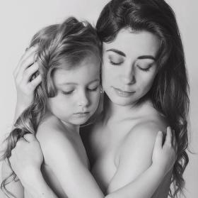 Mateřská láska - láska v té nejčistčí podobě (maminka Jaruška s dcerou Natálkou)