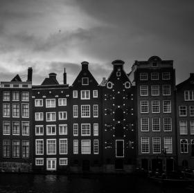 V Amsterdamu začíná pršet