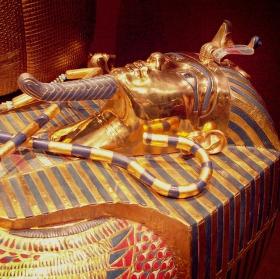 Tutanchamon v Bauhausu (5): Rakev