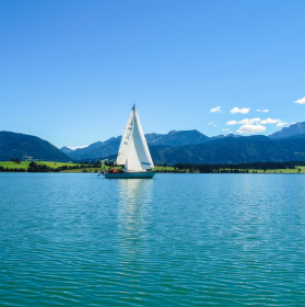 Jezero Forggensee II - jiná plachetnice a jiná panoramata