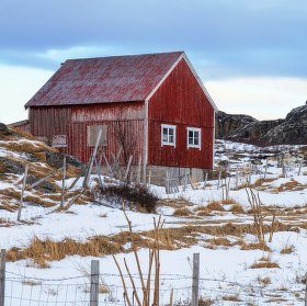 rybarsky domek na brehu arktického oceanu