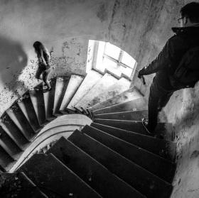 Po schodech dolů
