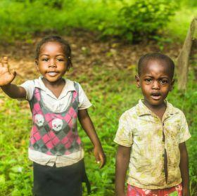 Momentka z auta - Zanzibarské děti