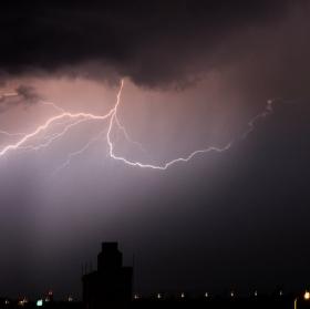 Světlo v závojích deště