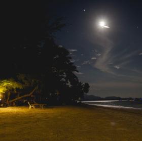 Noční pláž