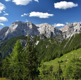Mezi horami...