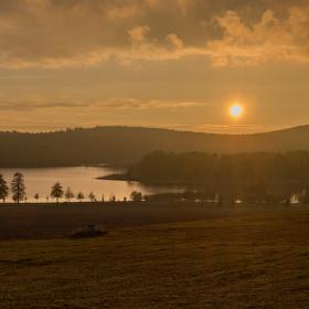 Západ slunce nad Pilskou nádrží