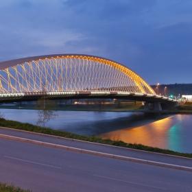 Větrný večer u Trojského mostu