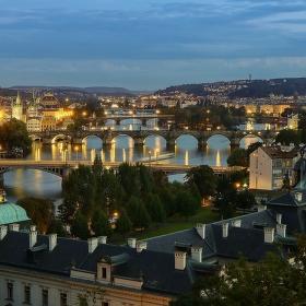Stmívání nad Vltavou