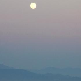Mesiac nad Egejským morom ...