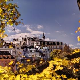 Slunečný podzim ve Varech
