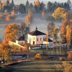 Kostel nejsvětější trojice v obci Andělská Hora