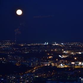 Prosinec-Noc-Mesic-a 104m nad Pankraci