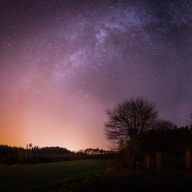 Mléčná dráha nad Radvaneckým hřbitovem