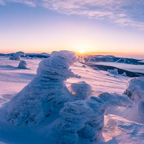 Mrazivý východ slunce