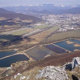 Pohľad na Rožňavskú kotlinu z Brzotínskej skaly