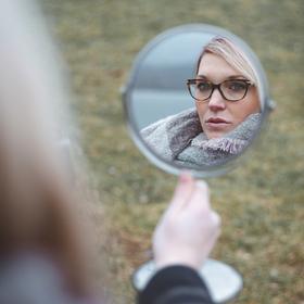 Ála za zrcadlem