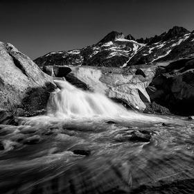 Vodopád pod ledovcem