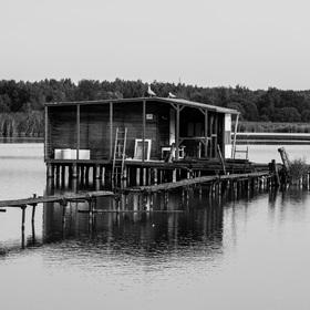 Rybářská chatka na Heřmanickém rybníku