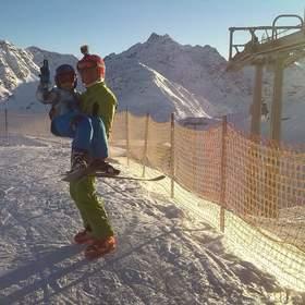 Enrico junior a senior na Vánoce na lyžích :-)