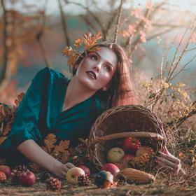 Carpo | the goddess of autumn