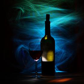 Zátiší s gruzinským vínem