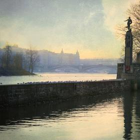 ráno pod Mánesovým mostem