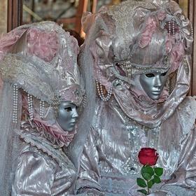 Růžová a červená růže - Benátky 2019