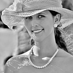 slečna v klobouku