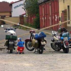 Motorkářská sezóna v plném proudu .....